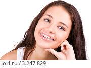 Счастливая девушка с брекетами. Стоковое фото, фотограф Владимир Сазонов / Фотобанк Лори
