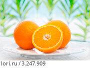 Купить «Апельсины на тарелке», фото № 3247909, снято 25 мая 2011 г. (c) Glen_Cook / Фотобанк Лори