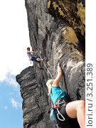 Купить «Девушка-скалолаз поднимается с инструктором на вершину», фото № 3251389, снято 16 июня 2011 г. (c) CandyBox Images / Фотобанк Лори