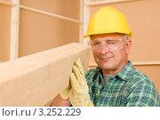 Купить «Плотник выравнивает деревянную балку (крупный план)», фото № 3252229, снято 17 августа 2011 г. (c) CandyBox Images / Фотобанк Лори