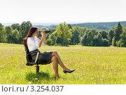 Купить «Деловая женщина смотрит в бинокль, сидя на лугу в офисном кресле», фото № 3254037, снято 20 августа 2011 г. (c) CandyBox Images / Фотобанк Лори