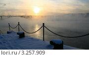 Купить «Туман над Енисеем. Красноярск.», видеоролик № 3257909, снято 14 февраля 2012 г. (c) Юрий Пономарёв / Фотобанк Лори