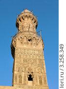Купить «Купол минарета средневековой мечети и медресе султана Аль-Насра Мохаммеда ибн Калавуна на улице Аль-Моез в центре Каира, Египет», фото № 3258349, снято 21 января 2012 г. (c) Николай Винокуров / Фотобанк Лори
