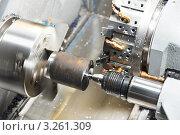 Купить «Процесс механической обработки металла на токарном  станке», фото № 3261309, снято 18 апреля 2019 г. (c) Дмитрий Калиновский / Фотобанк Лори