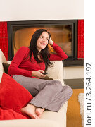 Купить «Молодая женщина прилегла на диван в гостиной у камина», фото № 3264197, снято 11 ноября 2011 г. (c) CandyBox Images / Фотобанк Лори