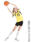 Купить «Молодая баскетболистка с мячом», фото № 3267989, снято 18 июня 2011 г. (c) Сергей Дубров / Фотобанк Лори