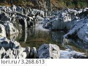 Снижение уровня воды в горной реке. Стоковое фото, фотограф Александр Мартынец / Фотобанк Лори