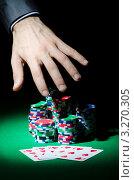 Купить «Рука тянется к фишкам и картам на столе в казино», фото № 3270305, снято 17 января 2012 г. (c) Elnur / Фотобанк Лори