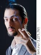 Купить «Бородатый мужчина держит дымящуюся сигарету в руке», фото № 3271761, снято 10 октября 2011 г. (c) Elnur / Фотобанк Лори