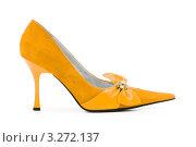 Купить «Изящная женская туфелька желтого цвета на шпильке», фото № 3272137, снято 9 февраля 2009 г. (c) Elnur / Фотобанк Лори