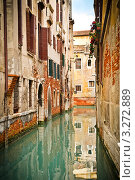 Купить «Здания отражаются в канале. Венеция», фото № 3272889, снято 31 марта 2010 г. (c) Sergey Borisov / Фотобанк Лори