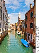Купить «Пустые закрытые лодки на пустом канале. Венеция», фото № 3272897, снято 22 марта 2019 г. (c) Sergey Borisov / Фотобанк Лори