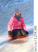 Девочка катается на ледяной горке. Стоковое фото, фотограф Могиленская Нина / Фотобанк Лори