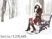 Девушка в зимнем парке. Стоковое фото, фотограф Костырина Елена / Фотобанк Лори