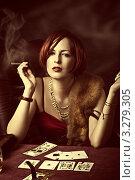 Купить «Гламурная женщина с мехом и сигаретой играет в казино, тонировано», фото № 3279305, снято 30 марта 2020 г. (c) katalinks / Фотобанк Лори
