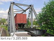 Купить «Фрагмент разрушенного капитального железнодорожного моста с вагоном в музее военной техники на Поклонной горе», эксклюзивное фото № 3285069, снято 19 июня 2010 г. (c) Алёшина Оксана / Фотобанк Лори