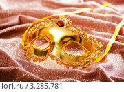 Купить «Золотистая карнавальная маска на коричневой ткани», фото № 3285781, снято 10 января 2012 г. (c) Elnur / Фотобанк Лори