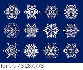 Белые снежинки на синем фоне. Стоковая иллюстрация, иллюстратор Юлия Петрова / Фотобанк Лори