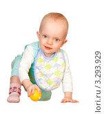 Маленький ребенок в нагруднике с мячиком. Стоковое фото, фотограф Алла Ушакова / Фотобанк Лори