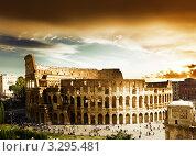 Купить «Колизей в Риме, Италия», фото № 3295481, снято 28 октября 2011 г. (c) Iakov Kalinin / Фотобанк Лори