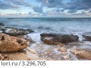 Купить «Каменистый морской пляж на закате», фото № 3296705, снято 25 июня 2010 г. (c) Sea Wave / Фотобанк Лори