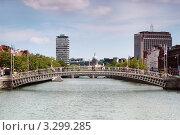 Купить «Летний пейзаж Дублина, мосты над рекой», фото № 3299285, снято 12 июня 2010 г. (c) Losevsky Pavel / Фотобанк Лори