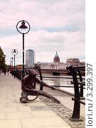 Купить «Уличная скульптура на набережной реки Лиффи, Дублин», фото № 3299397, снято 12 июня 2010 г. (c) Losevsky Pavel / Фотобанк Лори