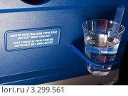 Купить «Пластиковый стаканчик с водой», фото № 3299561, снято 29 декабря 2009 г. (c) Losevsky Pavel / Фотобанк Лори