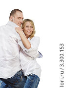 Купить «Счастливая молодая пара в джинсах и белых рубашках танцуют на белом фоне», фото № 3300153, снято 4 апреля 2010 г. (c) Losevsky Pavel / Фотобанк Лори