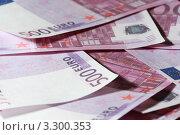 Купить «Банкноты достоинством пятьсот евро крупным планом», фото № 3300353, снято 26 июня 2019 г. (c) Losevsky Pavel / Фотобанк Лори