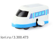Купить «Заводной пластмассовый поезд на белом фоне», фото № 3300473, снято 28 сентября 2010 г. (c) Losevsky Pavel / Фотобанк Лори