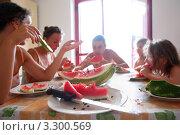 Купить «Семья за столом ест арбуз, фокус на дольке арбуза», фото № 3300569, снято 31 июля 2010 г. (c) Losevsky Pavel / Фотобанк Лори