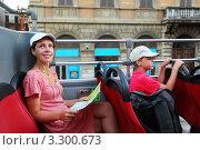 Купить «Мама с сыном на автобусной экскурсии в Риме», фото № 3300673, снято 1 августа 2010 г. (c) Losevsky Pavel / Фотобанк Лори