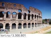 Купить «Туристы у Колизея в Риме», фото № 3300801, снято 2 августа 2010 г. (c) Losevsky Pavel / Фотобанк Лори