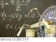 Купить «Фрагмент электрофорной машины на фоне формулы, написанной на доске», фото № 3301117, снято 14 октября 2010 г. (c) Losevsky Pavel / Фотобанк Лори