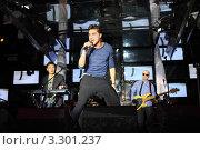 Купить «Выступает Дима Билан», фото № 3301237, снято 1 февраля 2011 г. (c) Losevsky Pavel / Фотобанк Лори