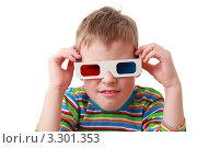 Купить «Мальчик в 3D-очках», фото № 3301353, снято 13 декабря 2018 г. (c) Losevsky Pavel / Фотобанк Лори