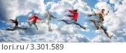 Купить «Энергичные люди в движении на фоне неба», фото № 3301589, снято 24 апреля 2006 г. (c) Losevsky Pavel / Фотобанк Лори