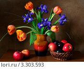 Купить «Букет цветов и корзинка фруктов», фото № 3303593, снято 29 февраля 2012 г. (c) Julia Ovchinnikova / Фотобанк Лори