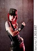 Девушка в военной форме с сигарой (2011 год). Редакционное фото, фотограф Elisanth / Фотобанк Лори