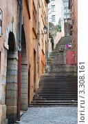 Узкие улицы Лиона. Франция (2012 год). Редакционное фото, фотограф E. O. / Фотобанк Лори