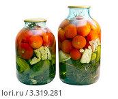 Консервированные помидоры и огурцы в стеклянных банках. Стоковое фото, фотограф Юрий Плющев / Фотобанк Лори