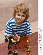 Купить «Мальчик играет с игрушками», фото № 3321561, снято 21 февраля 2012 г. (c) ИВА Афонская / Фотобанк Лори