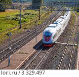 Купить «Скоростной поезд», фото № 3329497, снято 17 августа 2011 г. (c) Яков Филимонов / Фотобанк Лори