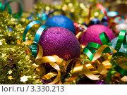 Новогодняя мишура и украшения на елку. Стоковое фото, фотограф Екатерина Жукова / Фотобанк Лори