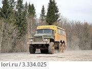 Купить «Грязный автомобиль на грунтовой дороге», фото № 3334025, снято 20 апреля 2008 г. (c) Art Konovalov / Фотобанк Лори
