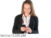 Купить «Молодая девушка читает сообщение на мобильном телефоне», фото № 3335249, снято 21 мая 2011 г. (c) Elena Monakhova / Фотобанк Лори