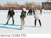 Купить «Молодые люди играют в догонялки на коньках», эксклюзивное фото № 3343773, снято 9 марта 2012 г. (c) Игорь Низов / Фотобанк Лори