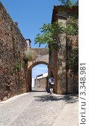 Касерес, Испания. Городской пейзаж с аркой. Стоковое фото, фотограф Татьяна Королева / Фотобанк Лори