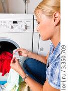 Купить «Девушка стирает одежду», фото № 3350709, снято 19 августа 2018 г. (c) Erwin Wodicka / Фотобанк Лори